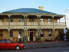 Richmond Arms Hotel - The - Accommodation Cairns