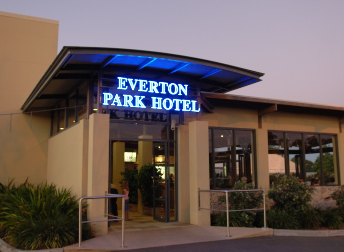 Everton Park Hotel - Accommodation Cairns