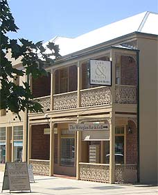 Cobb  Co Court Boutique Hotel - Accommodation Cairns