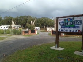 Riverbreeze Caravan  Cabin Park - Accommodation Cairns