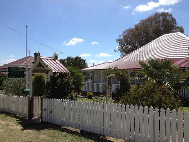 Tenterfield Luxury Historic c1895 Cottage - Accommodation Cairns