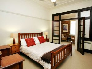The Bank Guesthouse - Accommodation Cairns