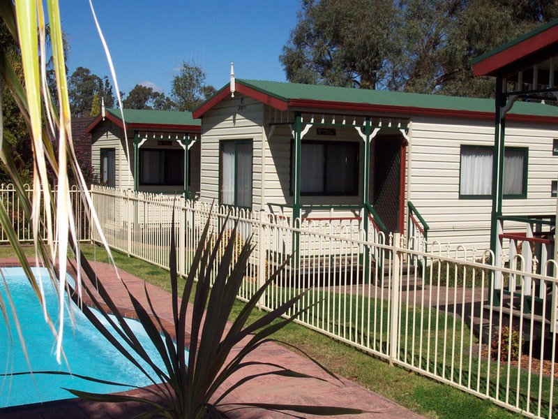 Parkes Country Cabins