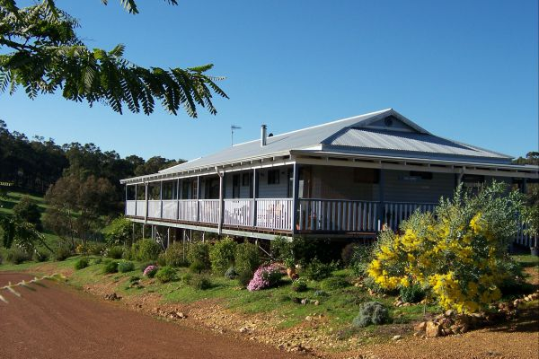 Blue House Bed and Breakfast - Accommodation Cairns