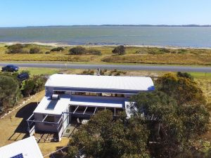 Coorong Aurora - Breathtaking Waterfront Escape - Accommodation Cairns
