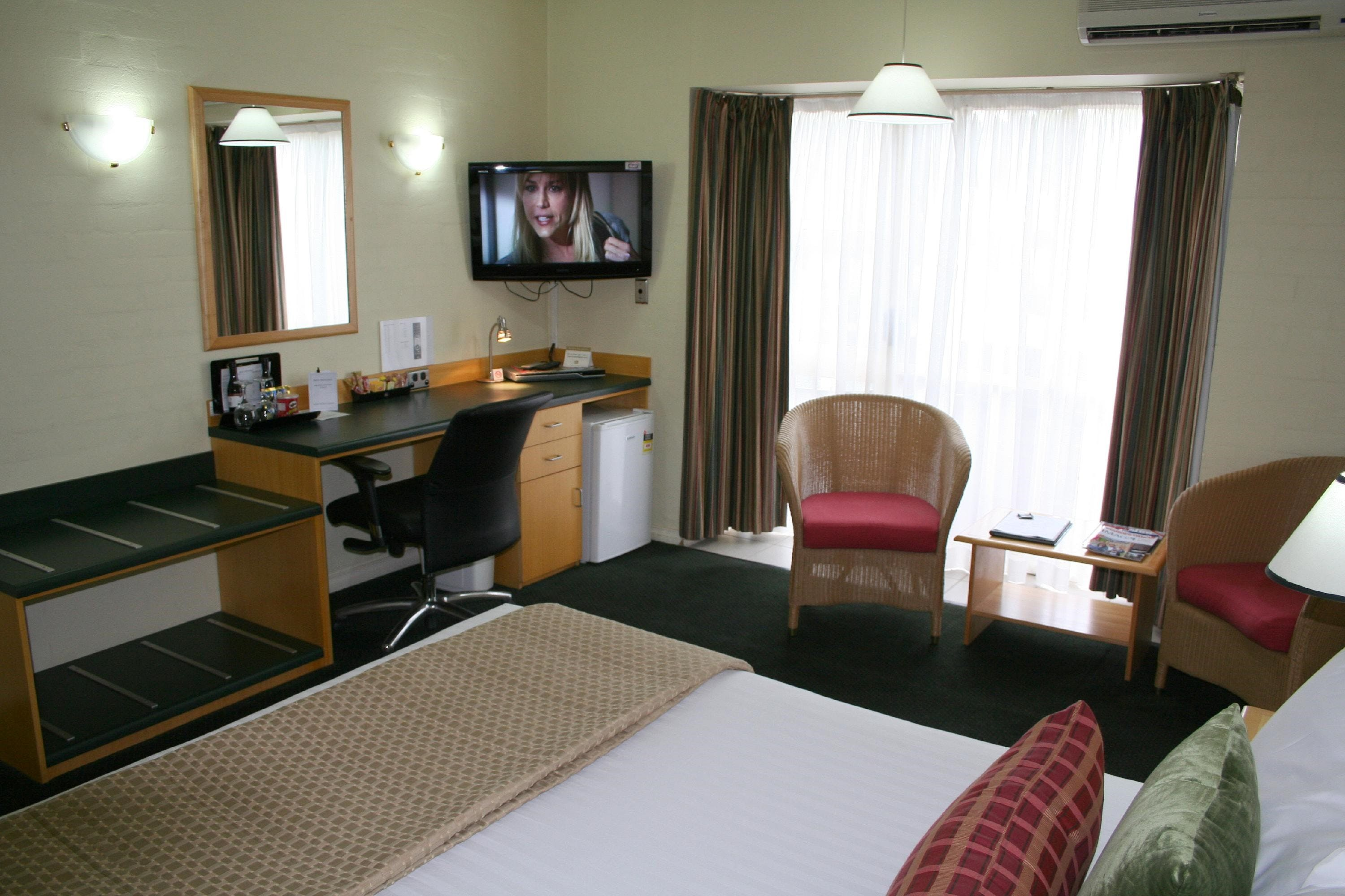 Grand Country Lodge - Accommodation Cairns