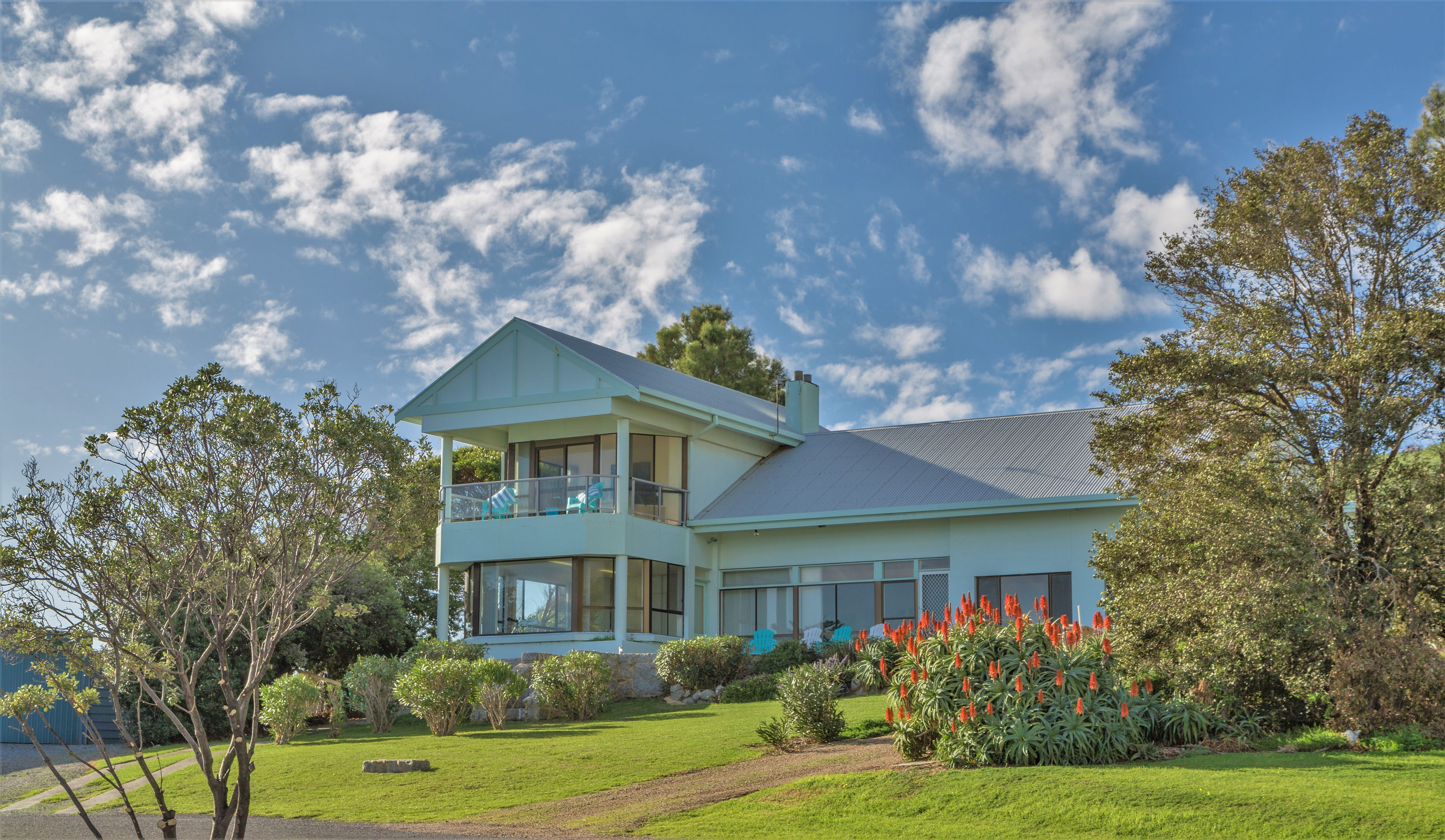 King of North Bay - Accommodation Cairns
