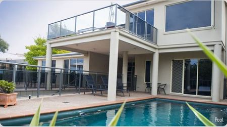 Eugenies Luxury Accommodation - Accommodation Cairns