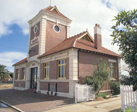 Merredin Town Hall - Accommodation Cairns