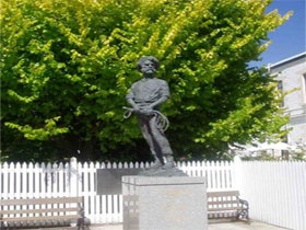 Alexander Cameron Statue - Accommodation Cairns