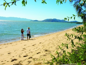 Bushland Beach - Accommodation Cairns