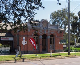 Old Post Office Seymour - Fine Art Gallery  Licensed Restaurant - Accommodation Cairns