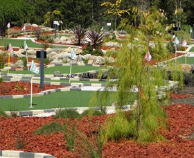 18 Hole Mini Golf - Club Husky - Accommodation Cairns