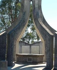 Inverell and District Bicentennial Memorial - Accommodation Cairns