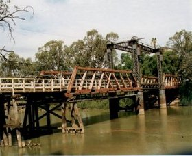 Swan Hill - Murray River Road Bridge - Accommodation Cairns
