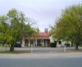 Round Hill Hotel - Accommodation Cairns