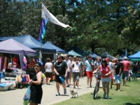 Broadbeach Art and Craft Markets - Accommodation Cairns