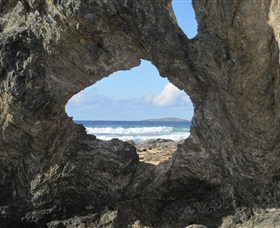 Glasshouse Rocks and Pillow Lava - Accommodation Cairns