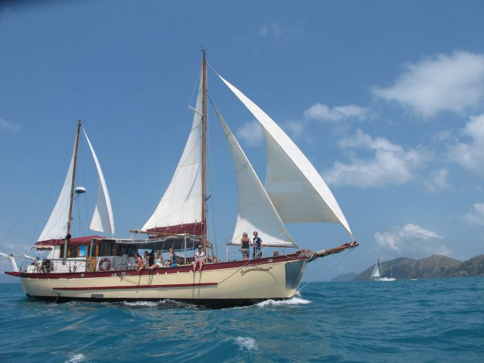 Adventure Cruise Dive and Outer Reef - Whitsundays Sailing Adventures - Accommodation Cairns