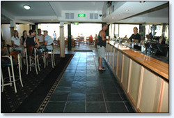 Bateau Bay Hotel - Accommodation Cairns