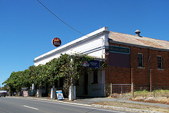 Red Hill Hotel - Accommodation Cairns
