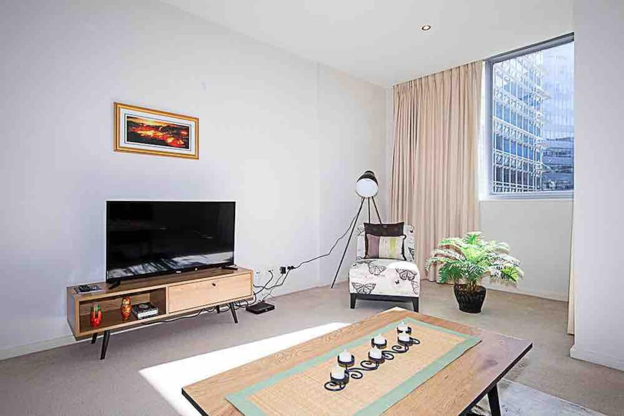 Spacious 1BR Stylish New Acton Apartment Parking - Accommodation Cairns