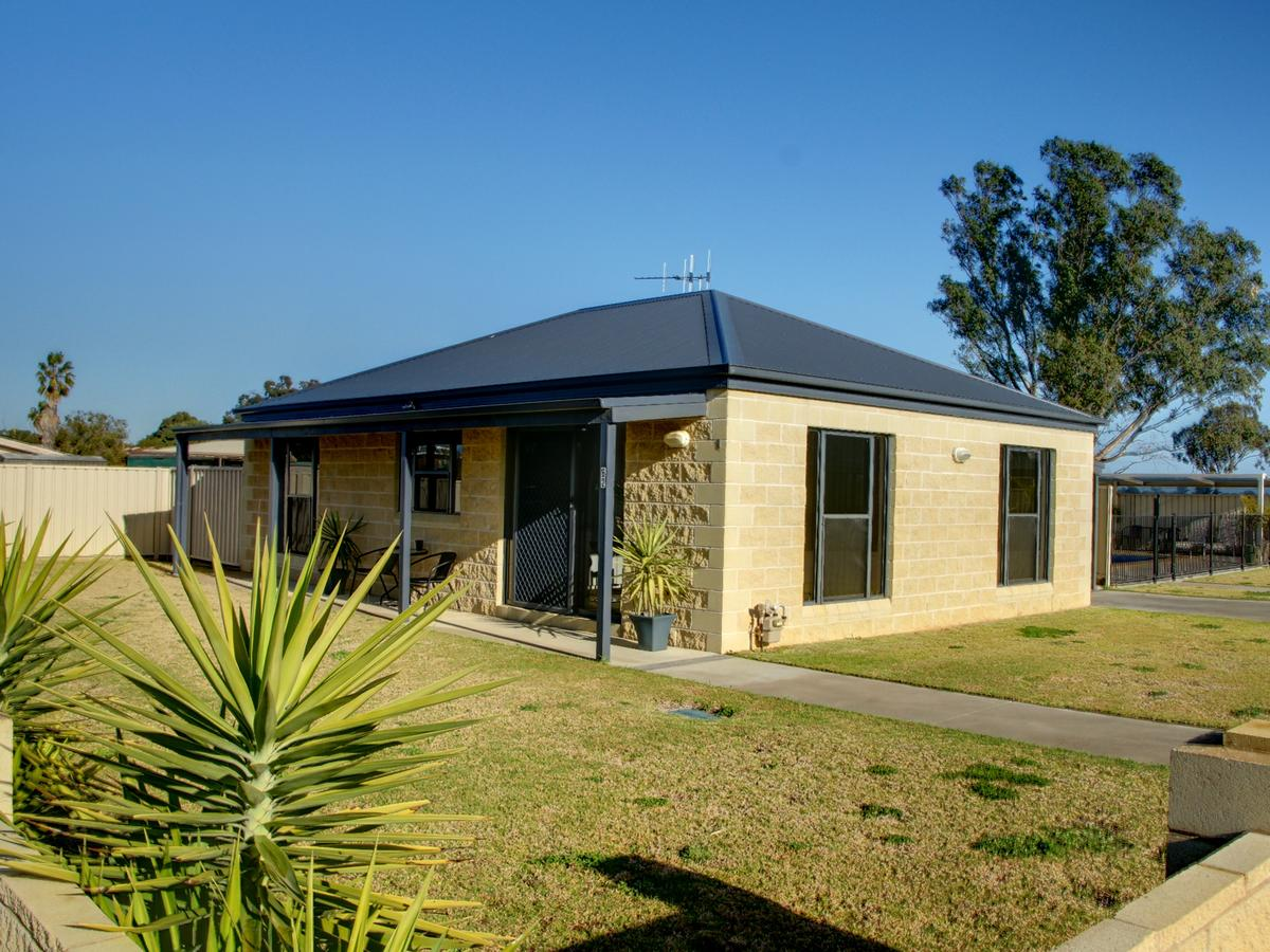 DBJ Holiday Units - Accommodation Cairns