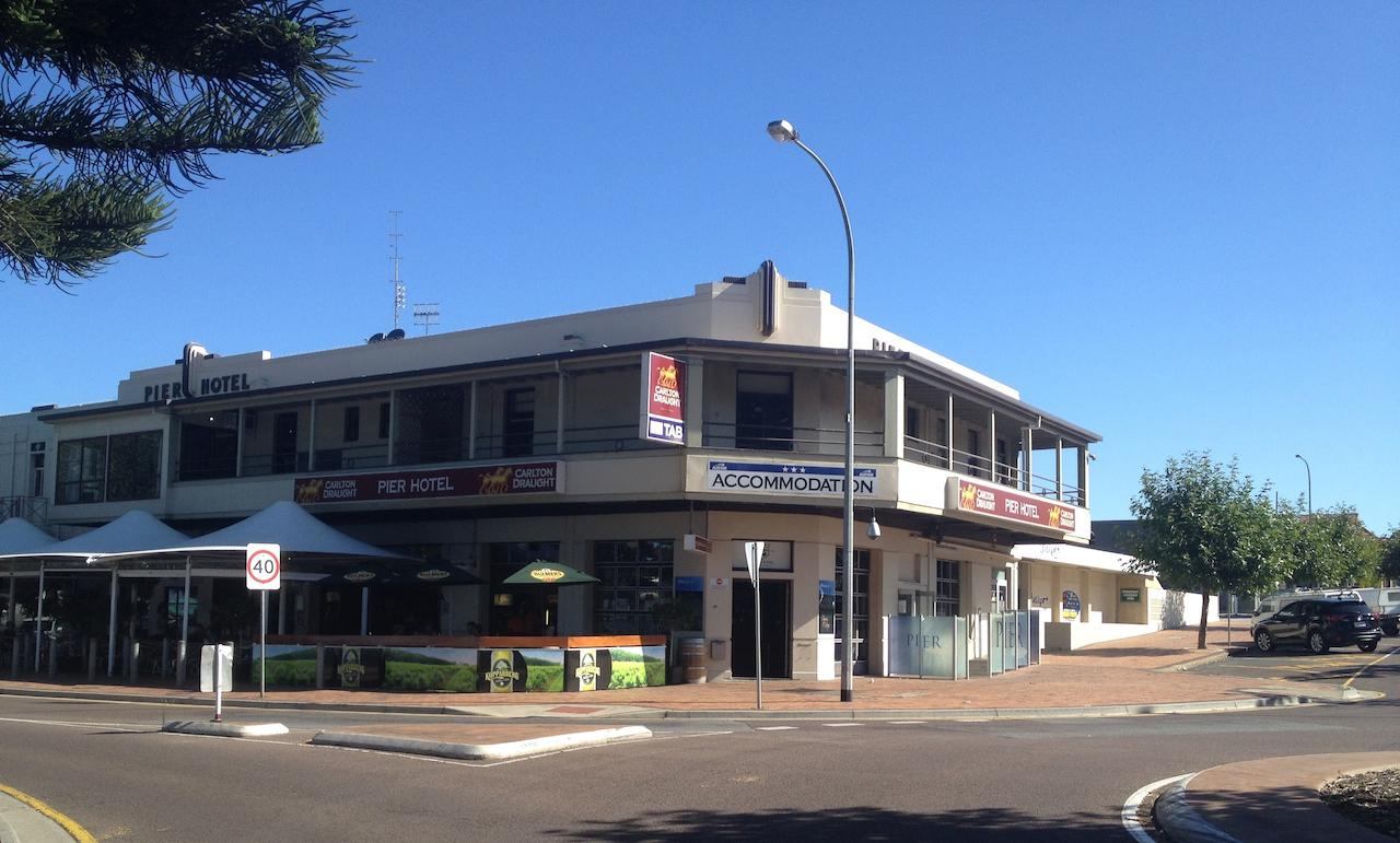 Pier Hotel - Accommodation Cairns