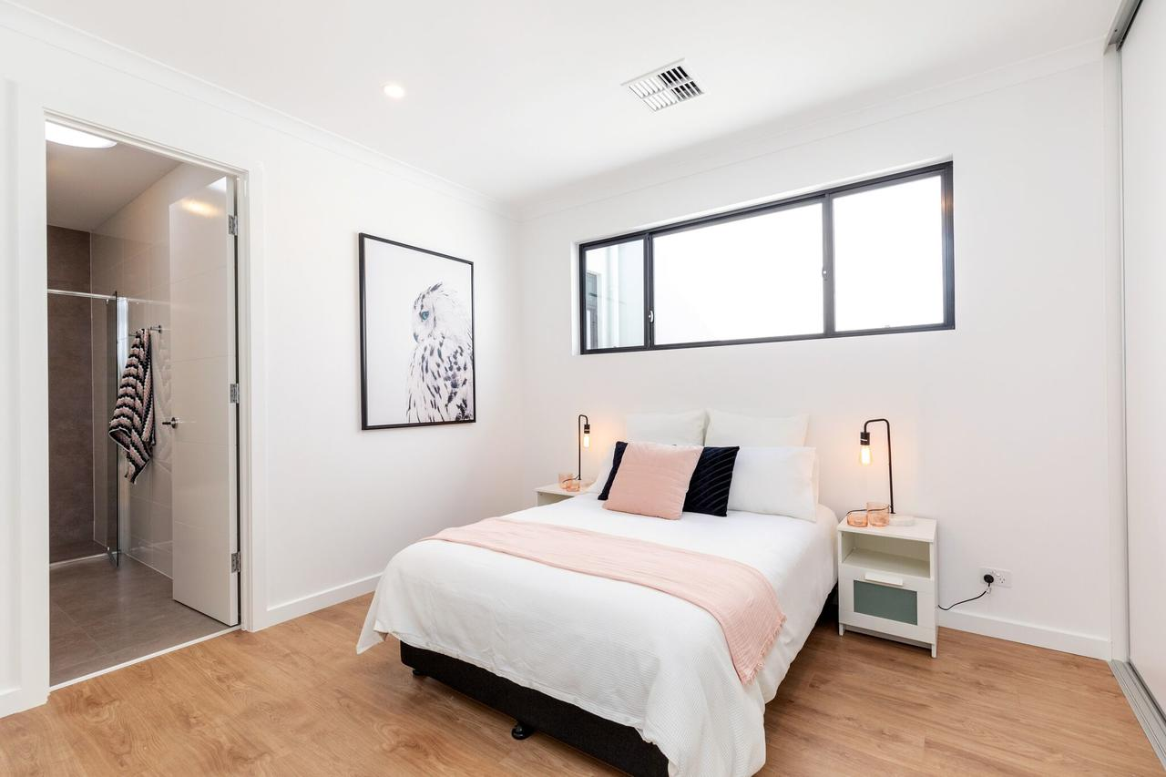 Brand new affordable luxury 3 bedroom 3 bathrooms house close to Adelaide city Chinatown beach Adelaide Airport - Accommodation Cairns