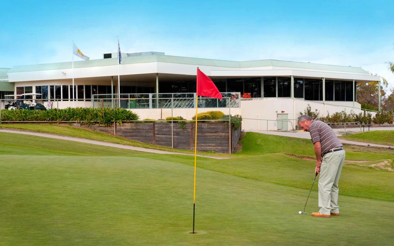 cluBarham Golf Resort - Accommodation Cairns