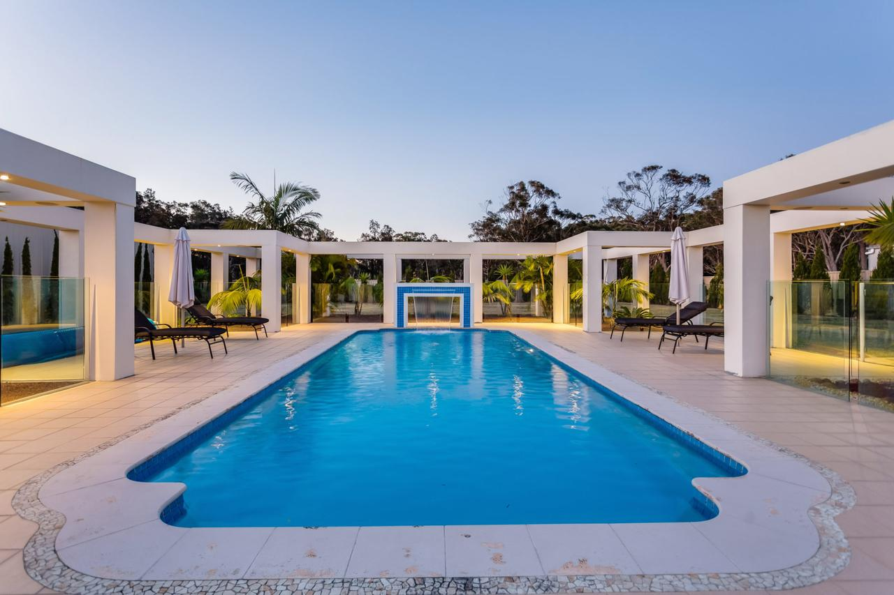One Mile Mansion - Private Coastal Retreat FREE FAMILY ADVENTURE PASS - Accommodation Cairns