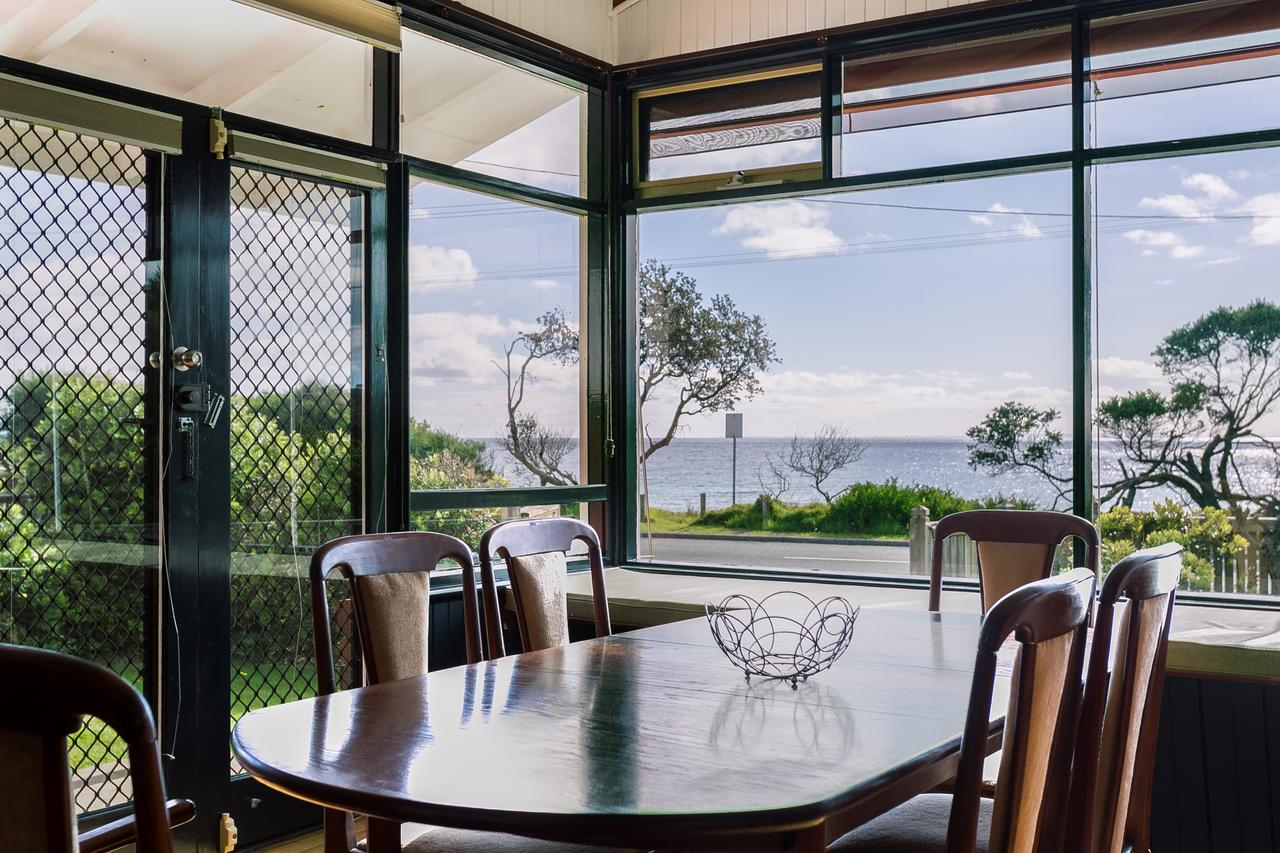 Beach Front Beauty - Ocean front views - Accommodation Cairns