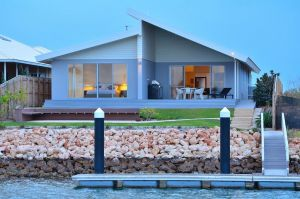 The Carnarvon Luxury Canal Home - Accommodation Cairns
