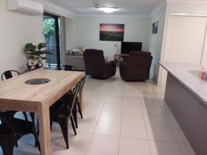 Waratah and Wattle Apartments - Accommodation Cairns