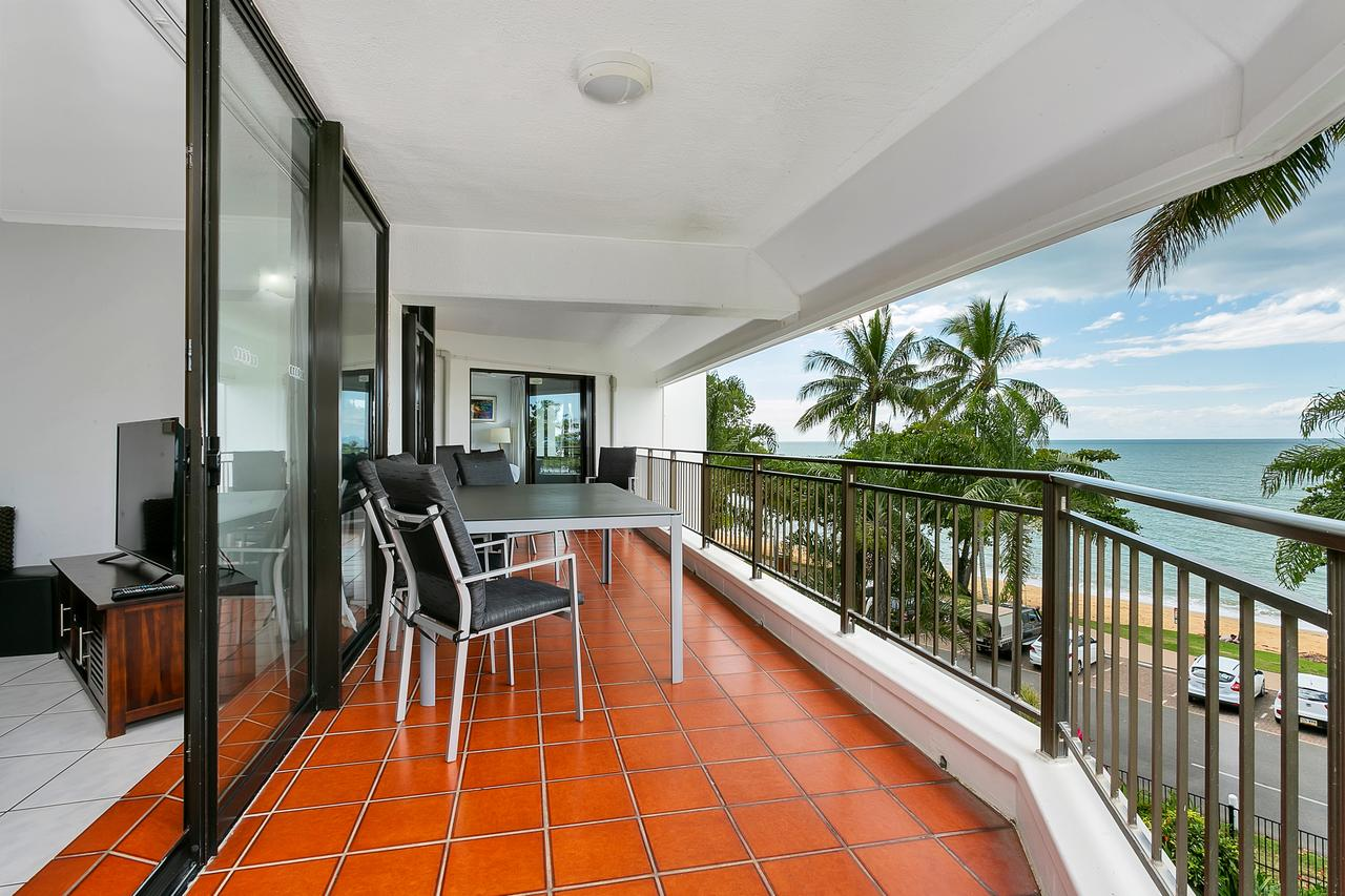 Roydon Beachfront Apartments - Accommodation Cairns